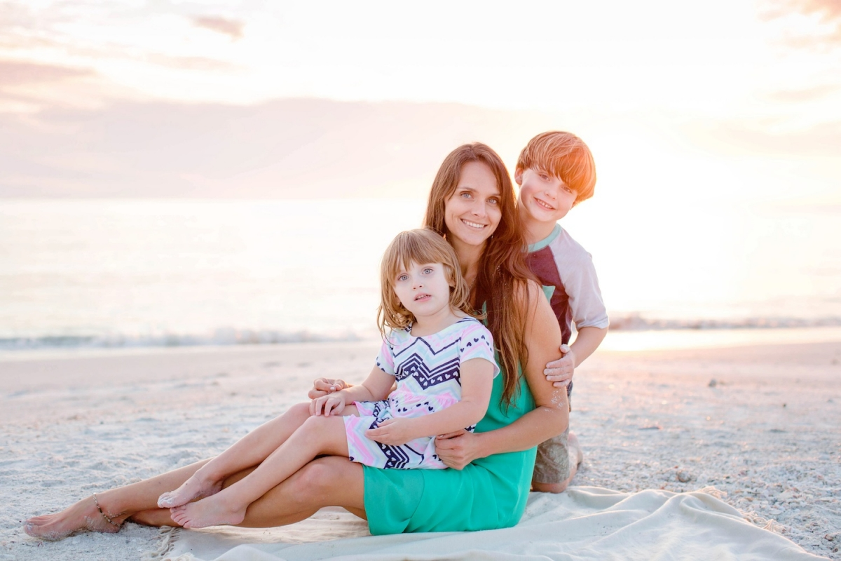 Tips for Mommy and Me Photos | Family photo tips | Family beach photos | SWFL Family Photographer Ashley Danielle | Acupful.com | SWFL beach photo sessions | Florida family photographer | successful photo shoot with kids